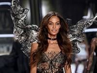 «Ангелы» продефилировали на фэшн-шоу Victoria's Secret (ФОТО)