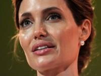 Британская королева пожаловала Анджелине Джоли рыцарский титул