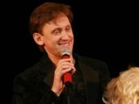 Сергей Дроботенко отвернулся от зрителей
