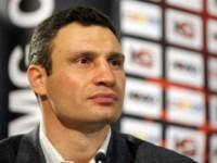 Виталий Кличко ударился головой об икону (ВИДЕО)