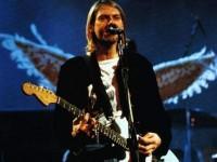 Разбитую гитару Курта Кобейна продали за 100 тысяч долларов