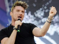 Милонов пригрозил Лазареву продолжением музыкальной карьеры в туалете