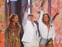 Питбуль, Лопес и Лейтте спели гимн Чемпионата мира по футболу (ВИДЕО)