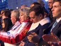 Дмитрий Медведев уснул во время церемонии открытия сочинской Олимпиады (ФОТО и ВИДЕО)