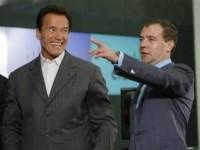 "Медведев ""зафрендил"" Шварценеггера в Твиттере"