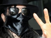 Маска Майкла Джексона уйдёт с молотка