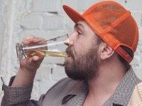 Сергей Шнуров пришел помянуть Ивана Дыховичного с бутылкой пива