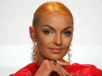Волочкова грозит судом «глупым политическим проституткам»