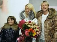Яна Рудковская и Евгений Плющенко представили свою линию одежды
