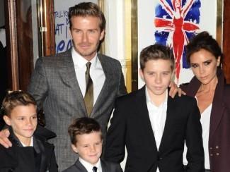 Дэвид и Виктория Бекхэм с сыновьями Бруклином, Ромео и Крузом