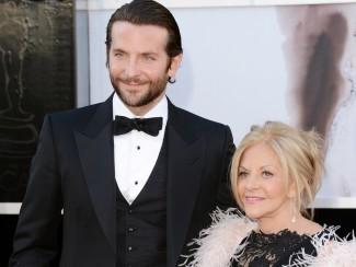 Брэдли Купер с мамой Глорией