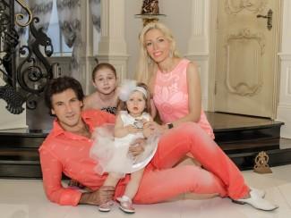 Авраам Руссо с женой и детьми