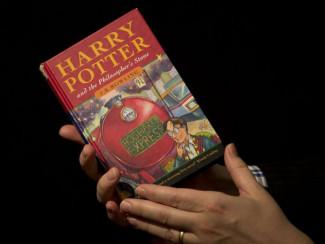 Книга «Гарри Поттер и философский камень» 1997 года выпуска