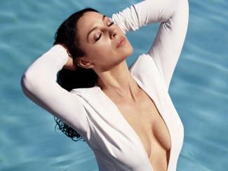 Моника Беллуччи в купальнике