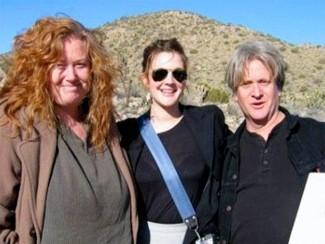 Дрю Бэрримор с отцом и сводной сестрой Джессикой