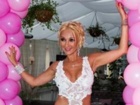 Лера Кудрявцева отметила день рождения в кругу друзей (ФОТО)