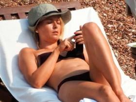 Мария Шарапова в откровенном бикини на элитном пляже в Черногории (16 ФОТО)