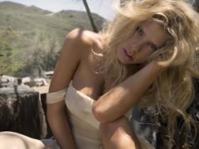Шарлотта МакКинни. Знойная и голая (19 ФОТО)