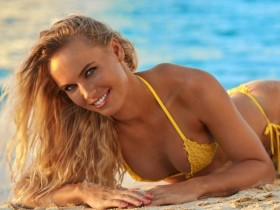 Каролина Возняцки в каталоге купальников Sports Illustrated Swimsuit Issue 2017 (ФОТО и ВИДЕО)