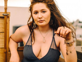 Звезда сериала «Бесстыдники»: «Бюстгальтеры — насилие над женским организмом»