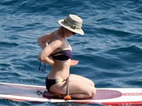 Кэти Перри предается пляжным утехам в Италии (39 ФОТО)