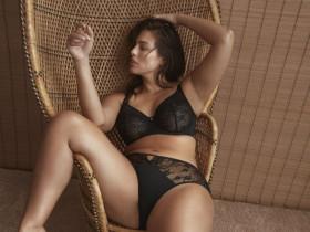 Самая известная модель больших размеров разделась для рекламы нижнего белья (13 ФОТО)