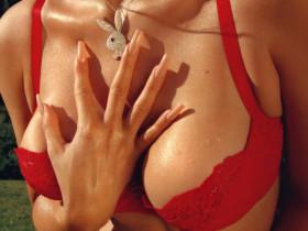Кайли Дженнер выполнила команду «К ноге!» на съемках для мужского журнала