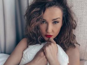 Эротическая самоизоляция Анфисы Чеховой. Секс-телеведущая не дает скучать подписчикам