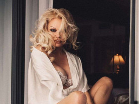 Памела Андерсон прекрасна и в 53! Актриса снялась в откровенной фотосессии
