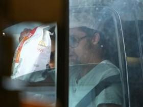 Брэд Питт привез семью пообедать в МакДональдс (8 ФОТО)