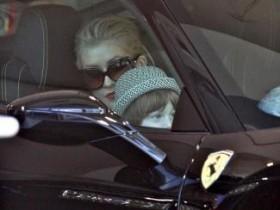Кристина Агилера с мужем и сыном выбирает новый Ferrari (ФОТО)