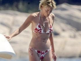 Шэрон Стоун в бикини на пляже (2 ФОТО)