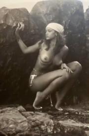 Молодая Рианна в эротической фотосессии