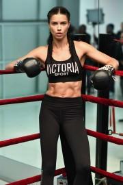 Адриана Лима призывает заняться боксом