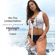 Модель plus-size Эшли Грэм в рекламе купальников