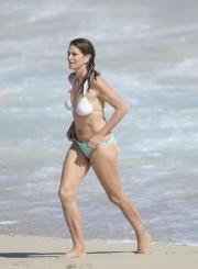 51-летняя экс-супермодель Синди Кроуфорд в бикини на пляже