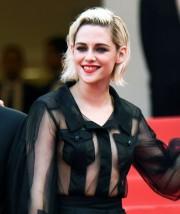 Кристен Стюарт с голой грудью на красной ковровой дорожке Каннского кинофестиваля