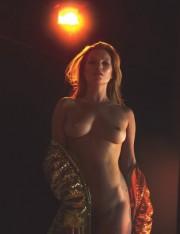 43-летняя Кейт Мосс топлесс в мартовском W Magazine