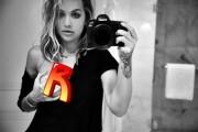 Певица Рита Ора поделилась фото с голой грудью
