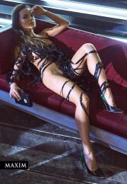 Голая Анна Глаубэ в журнале Maxim