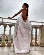 Ольга Бузова снялась голой, прикрывшись лишь одеялом