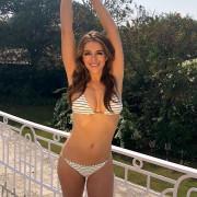 54-летняя Элизабет Херли снялась в рекламе бикини и шокировала фанатов
