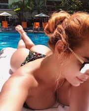 Татьяна Котова принимает солнечные ванны