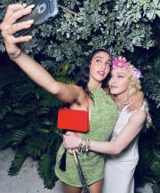 Дочь Мадонны в очередной раз сверкнула небритыми подмышками