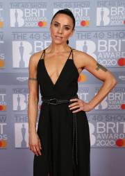 Как сейчас (в 2020 году) выглядит солистка Spice Girls Мелани Си?