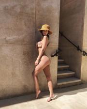 Эмили Ратаковски выложила голое фото с медового месяца