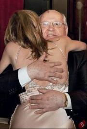 Ретрофото. Актриса Шерон Стоун и первый президент СССР Михаил Горбачёв. Лондон. 2011 год