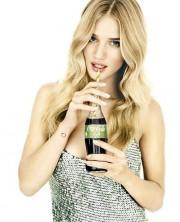 Рози Хантингтон-Уитли в рекламе Coca-Cola Life