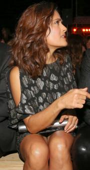 Сальма Хайек показала нижнее белье на модном показе