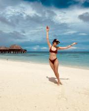 Настасья Самбурская поделилась снимком в купальнике с Мальдивов
